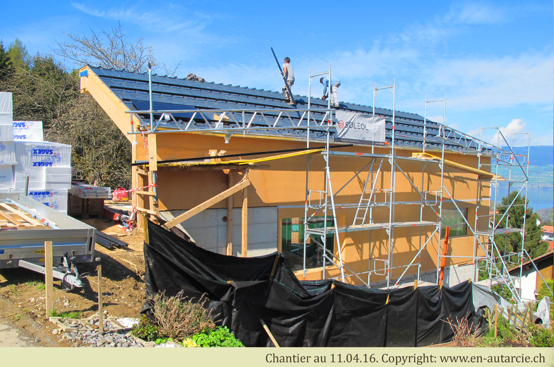 11.04.16 Soleol débute l'installation du système solaire photovoltaïque.