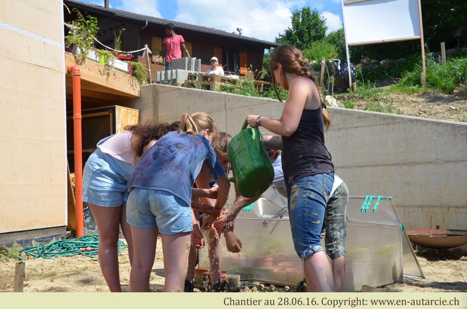 28.06.16 Les joies de l'été sur un chantier terre-paille.
