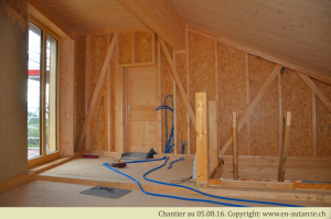 05.08.16 Passage des câbles électriques avant la réalisation des chapes. Ici il s'agit des spots-led de plafond.