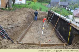 26.04.16 Début de la réalisation du bassin naturel comme système de filtration par les plantes et stockage d'eau de pluie.