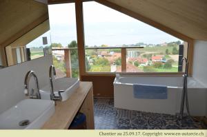 26.09.17 Salle de bain pratiquement terminée. La vue est magnifique depuis la baignoire!