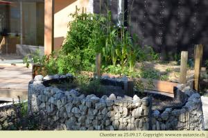26.09.17 Le jardin fait son apparition. Spirale aromatique permacole.