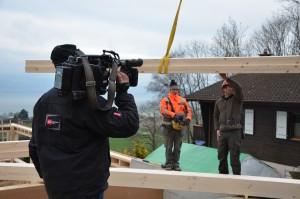 La RTS nous fait le plaisir de venir couvrir l'évènement. Une série de reportages sera diffusée sur la construction de la maison.