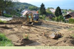 26.09.19 Début des travaux. Déplacement de la terre végétale.
