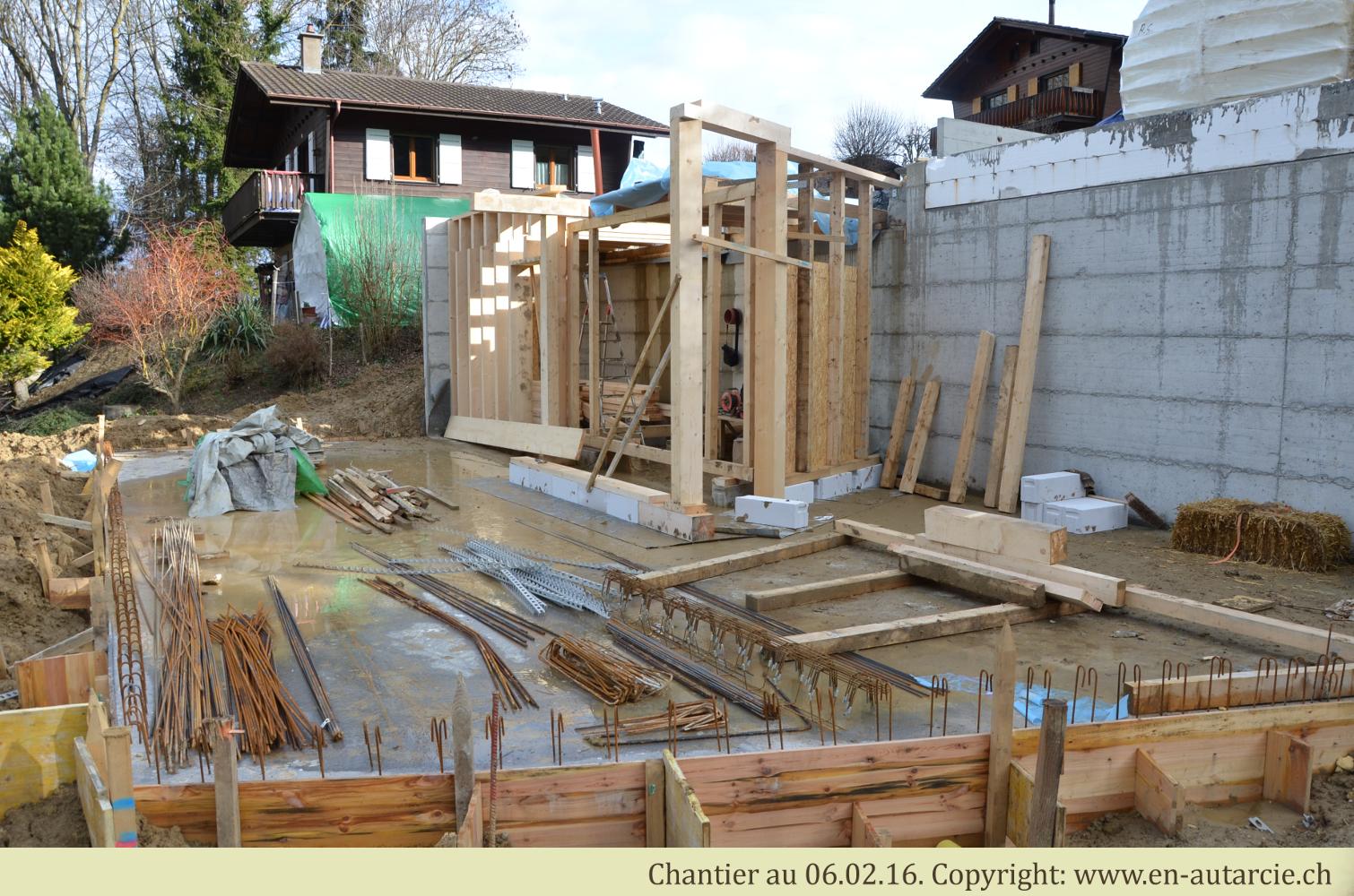 06.02.12 Rangement du chantier et préparation des structures en bois de la maison.