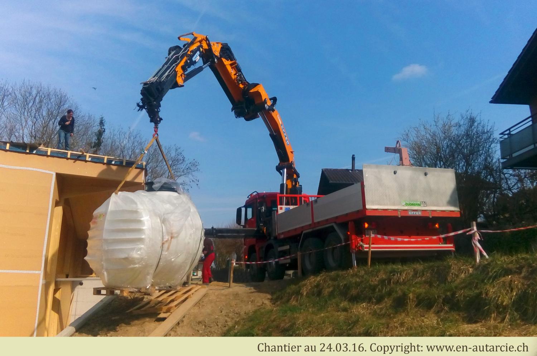 24.03.16 Livraison de la citerne à eau potable de 6000 litres.