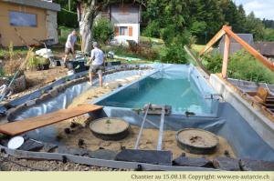 15.08.18 Mise en place des plantes qui filtreront l'eau biologiquement